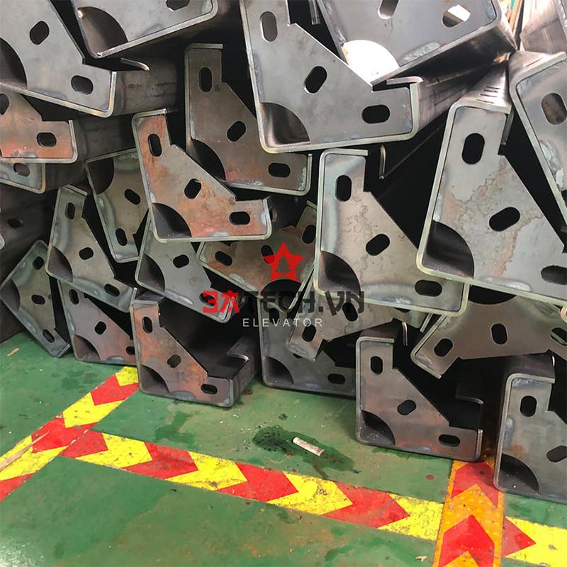 giá sản xuất thang máy